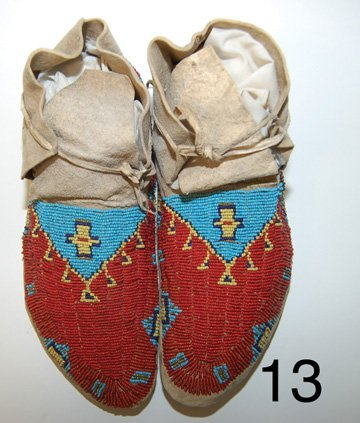 13: SIOUX MOCCASINS