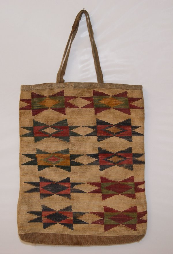 465: NEZ PERCE CORN HUSK BAG