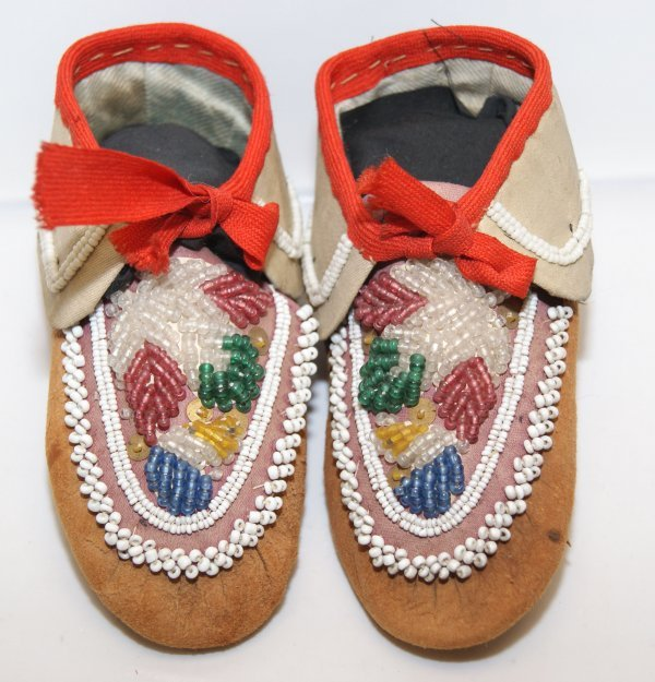 311: Iroquois moccasins
