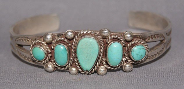 19: NAVAJO STERLING SILVER AND TURQUOISE BRACELET