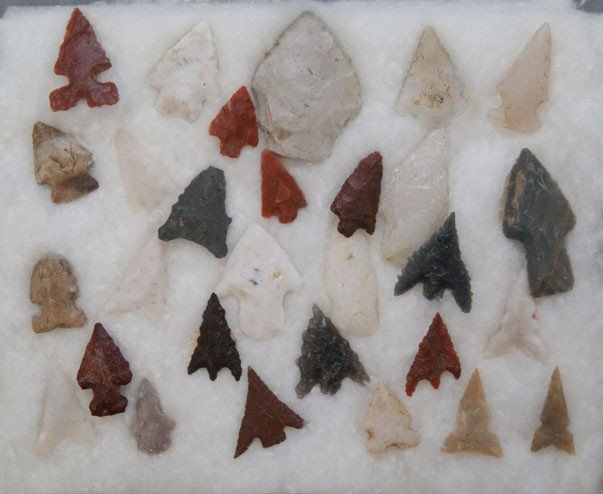 16: COLLECTION OF ARROWHEADS