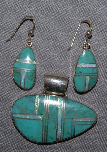 263: NAVAJO PENDANT AND EARRING SET