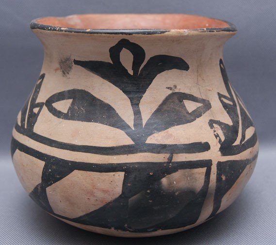 1: SANTO DOMINGO POTTERY JAR
