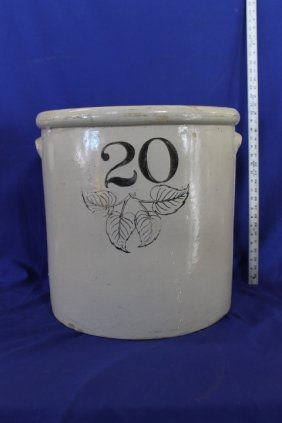 Large 20 Gallon Crock, Four Leaf