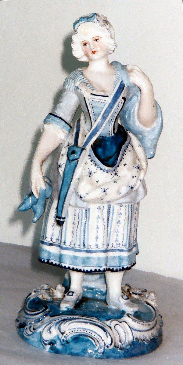 2021: Antique German Porcelain Figurine KPM lady