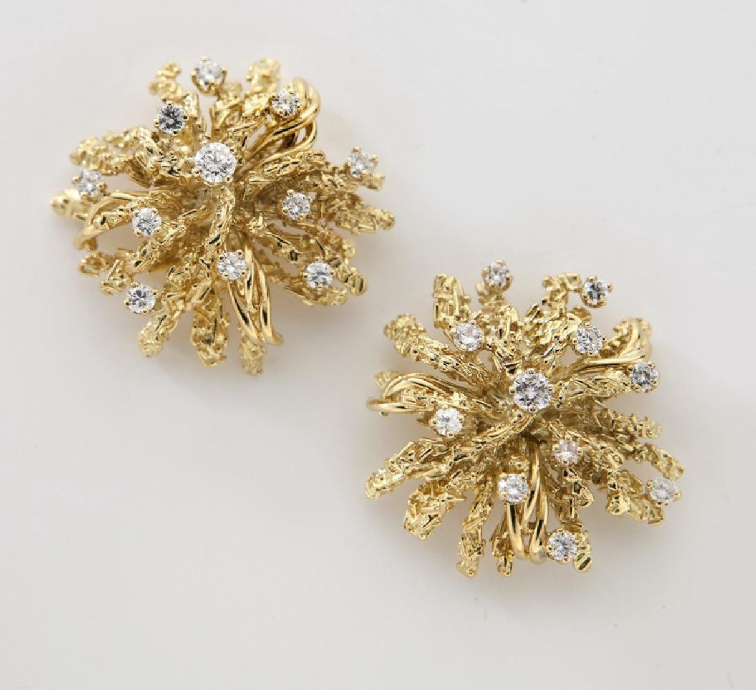 Pr. 18K yellow gold and diamond starburst earrings