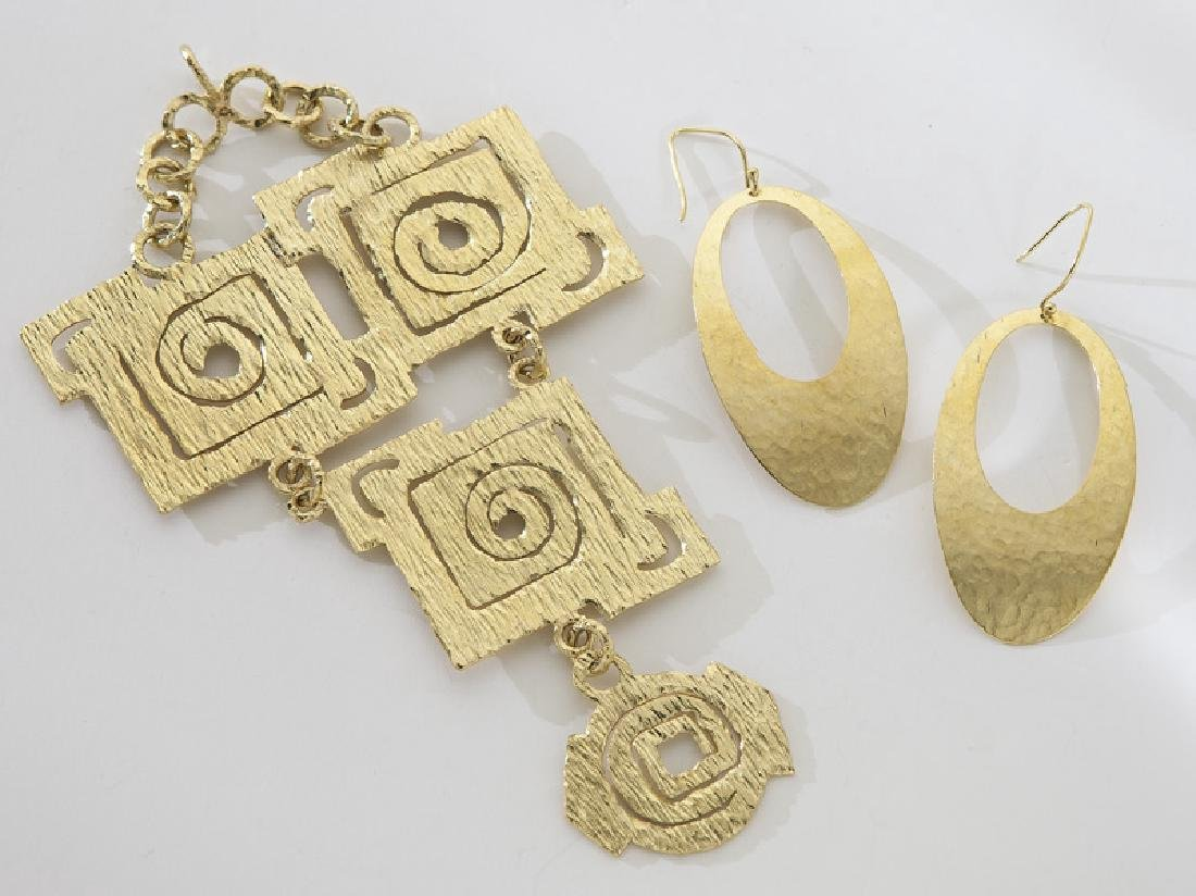 2 Pcs. 18/22K gold jewelry, including:
