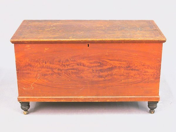 407: Grain painted blanket chest with fitted