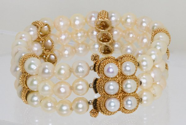 23: 14K gold and cultured Akoya pearl bracelet