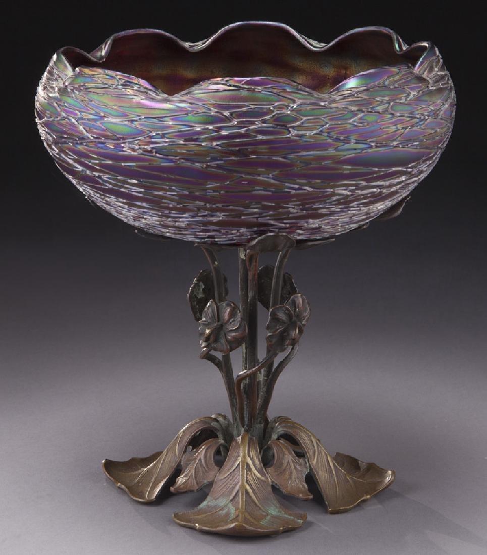 Kralik glass bowl with scalloped edge