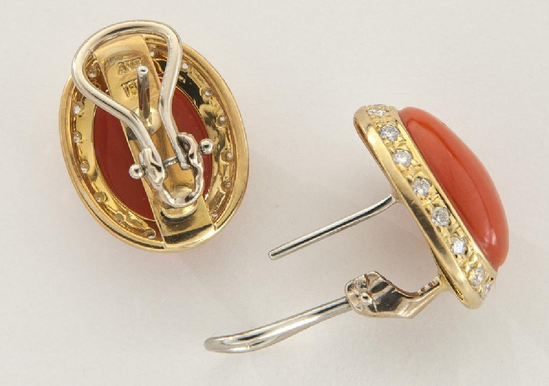 Pair of 18K gold, diamond and coral earrings - 2