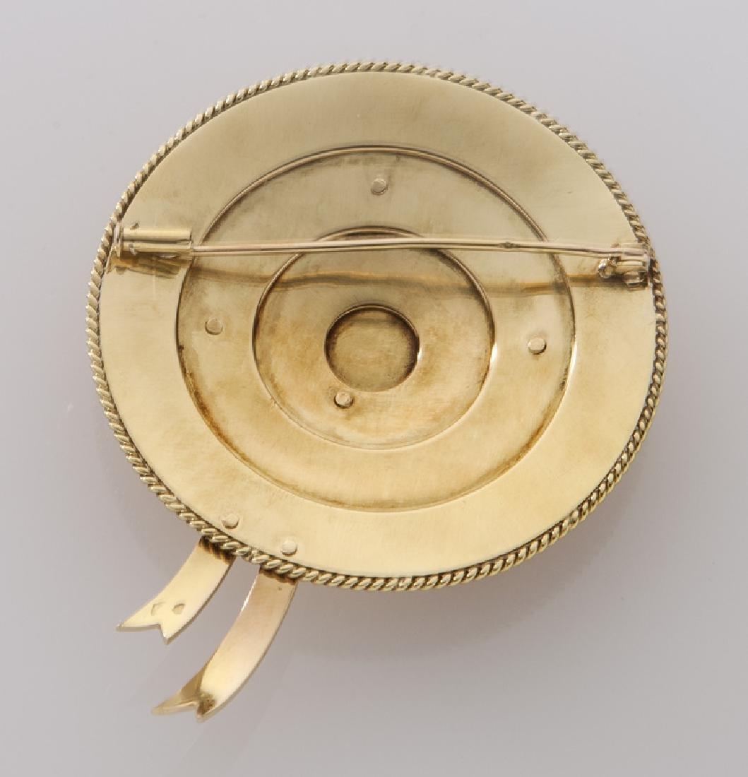 Retro 18K gold hat form brooch. - 2