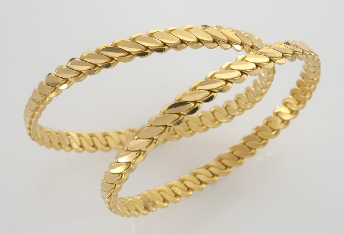 Pair of 22K gold bangle bracelets.