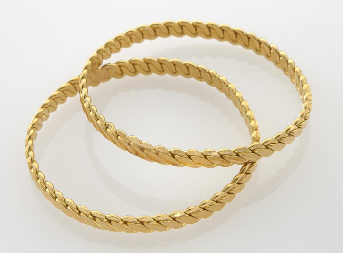 Pair of 22K gold bangle bracelets. - 2