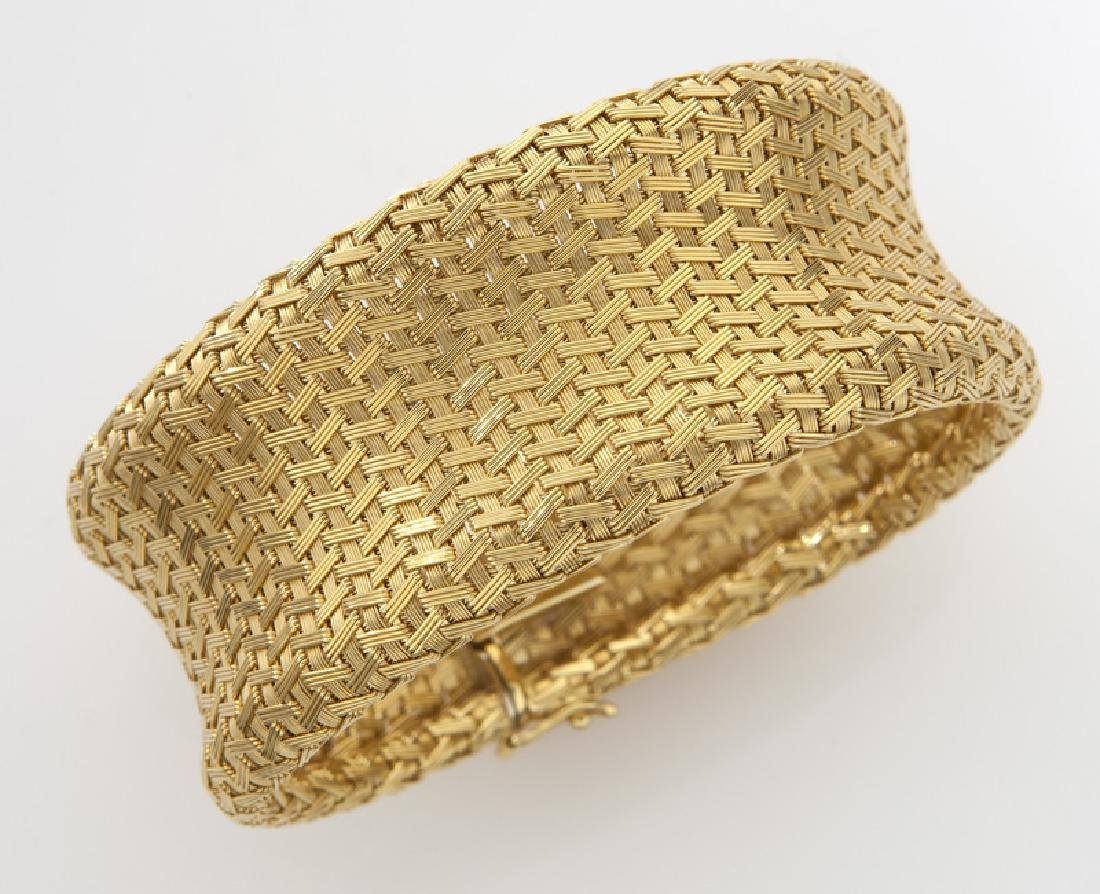 Flippini 18K gold mesh bracelet in a fine chevron