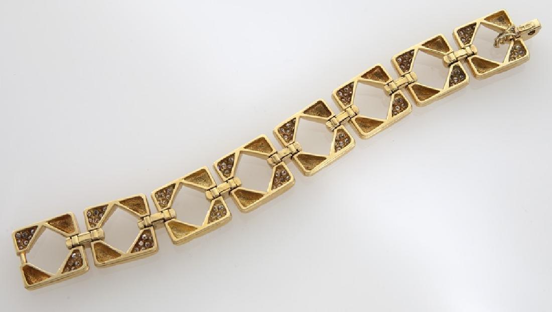 18K gold and diamond geometric link bracelet. - 3