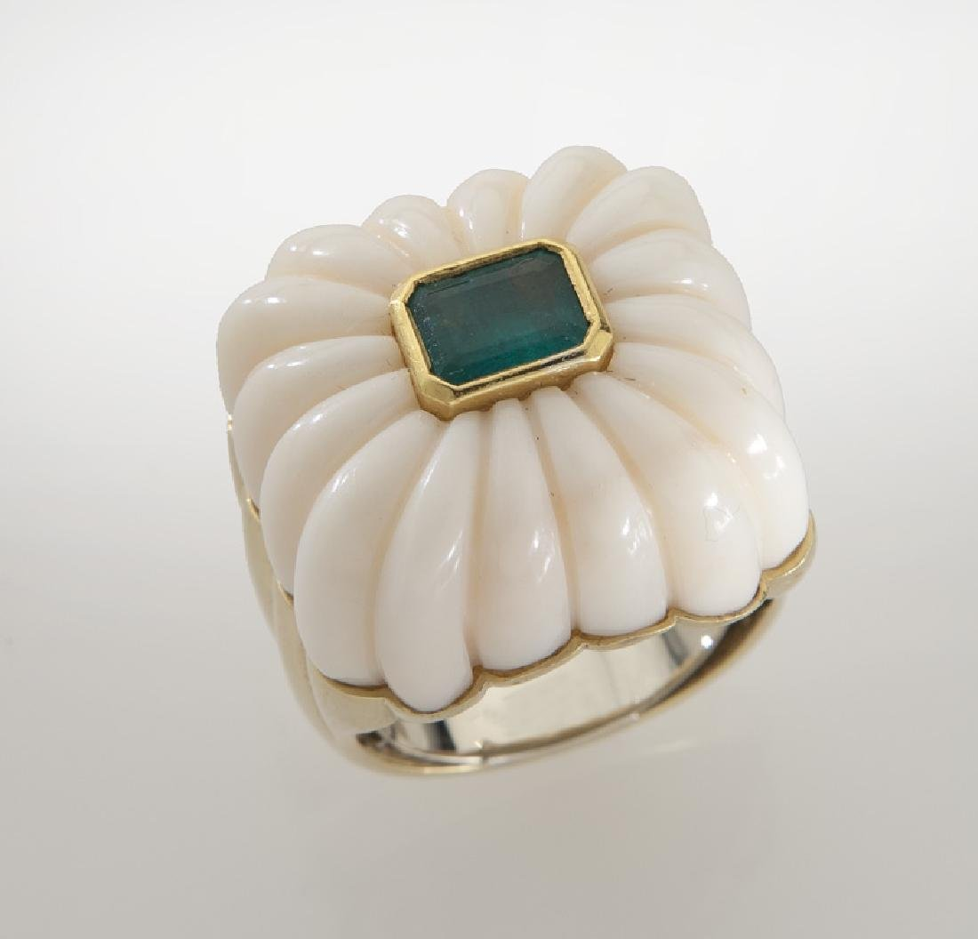 Andrew Clunn 18K gold, coral and emerald ring, - 2