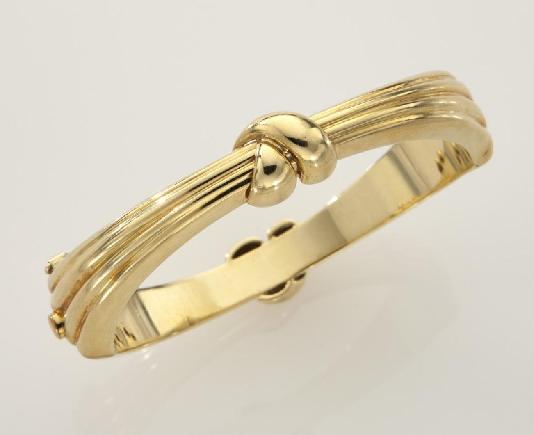 18K gold bracelet in a knotted design.