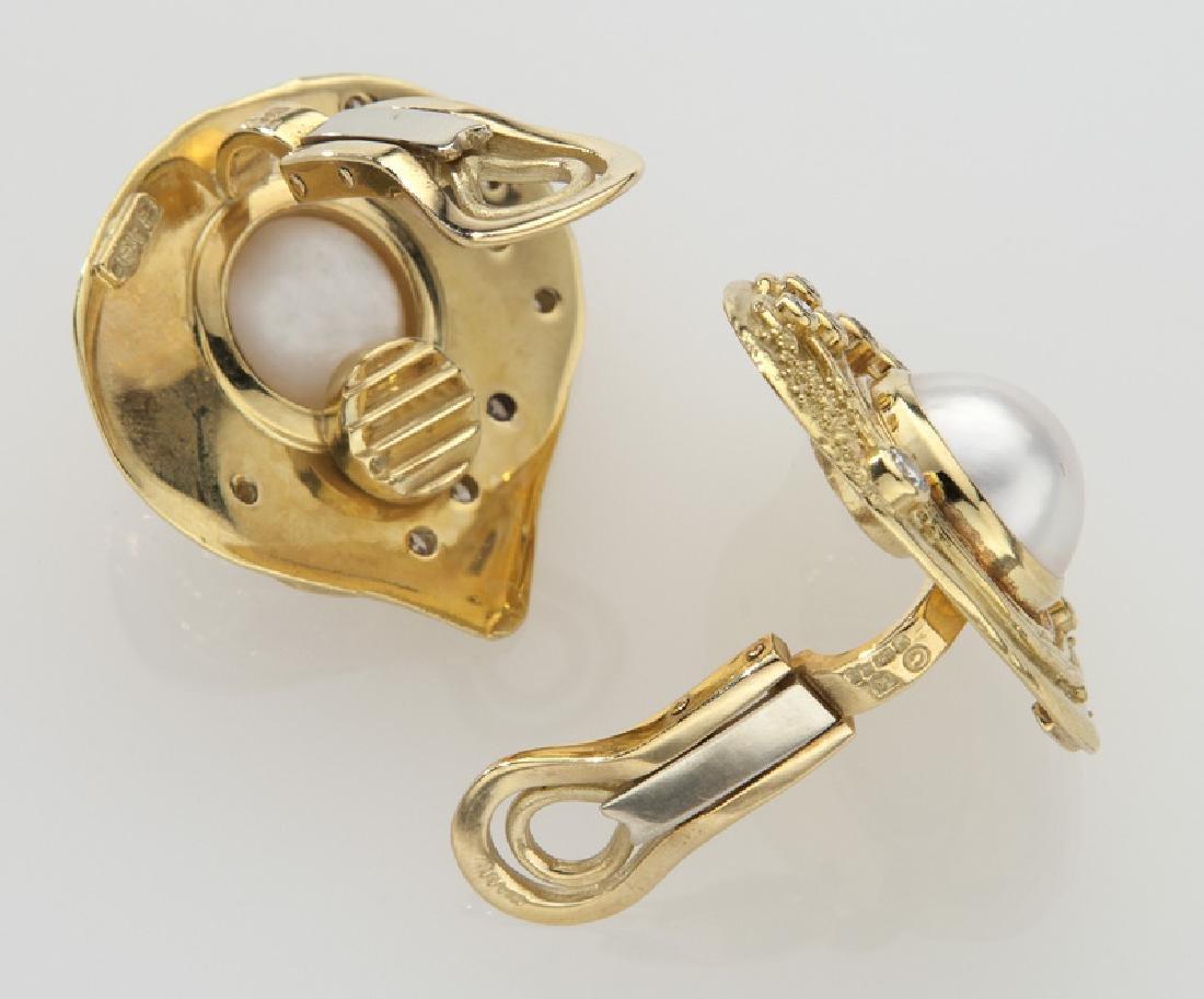 Pair of Elizabeth Gage 18K, mabe pearl and diamond - 2