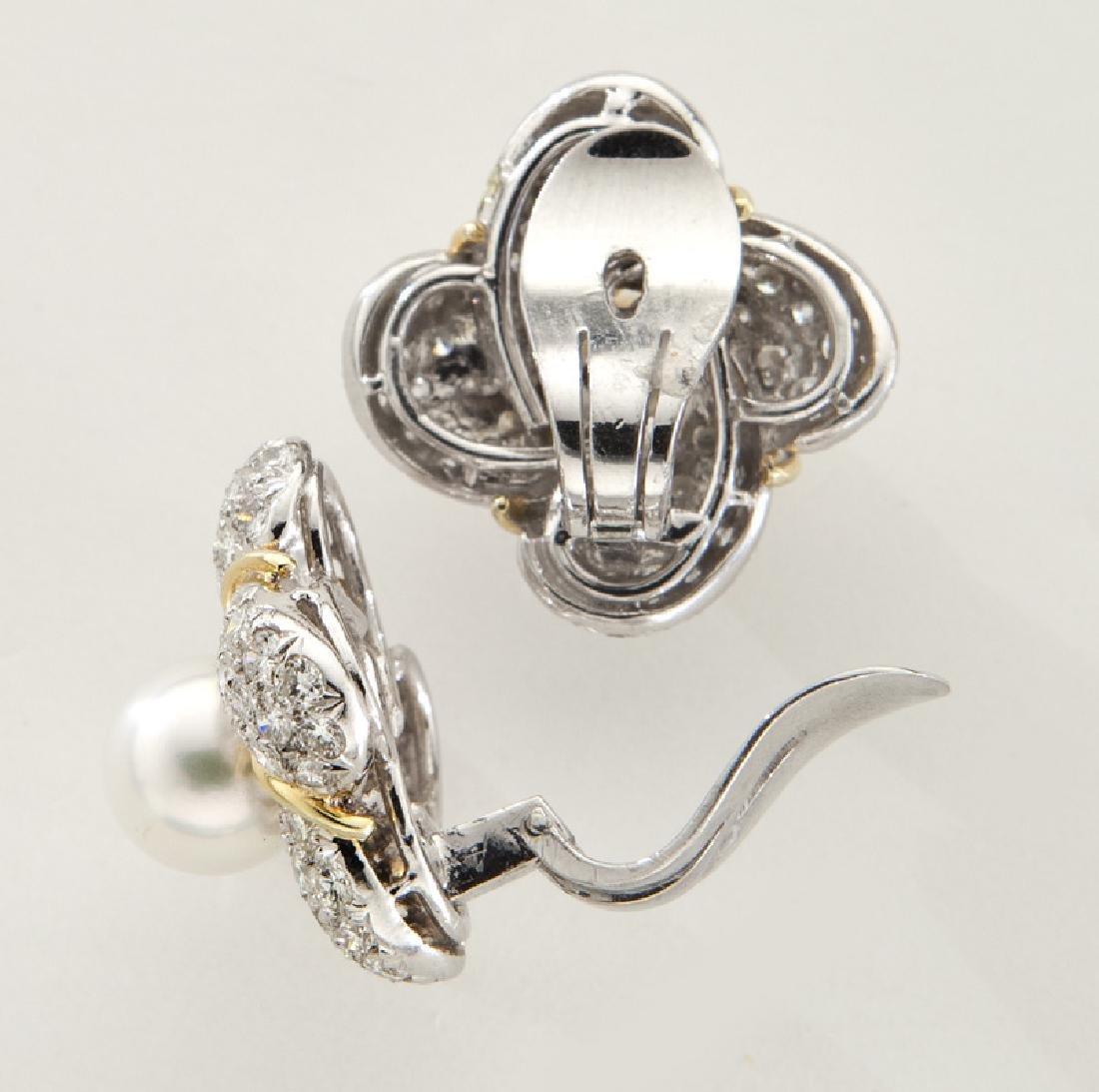 Pair of 18K gold, diamond and Akoya pearl earrings - 2