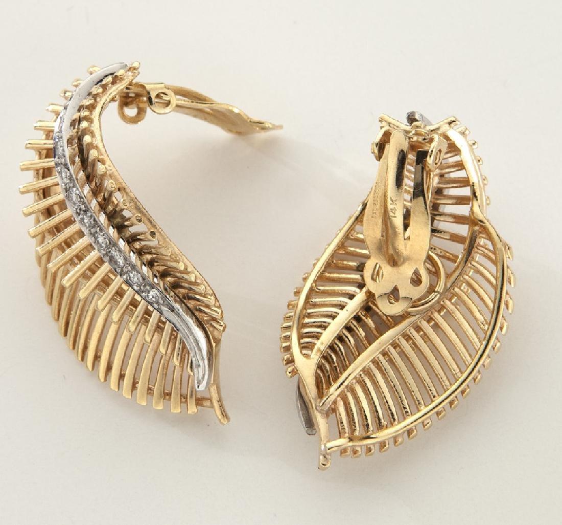 Pair of 14K rose gold and diamond leaf earrings - 2