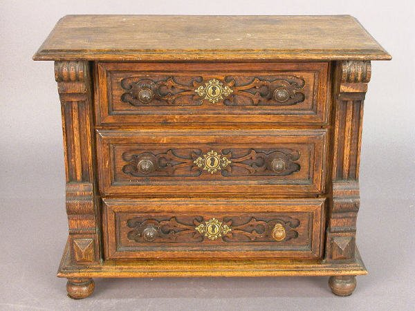 3: Miniature oak chest of drawers; 3 drawers