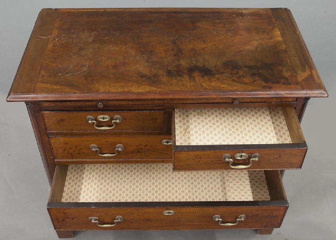 Georgian mahogany bachelors chest with dressing - 8