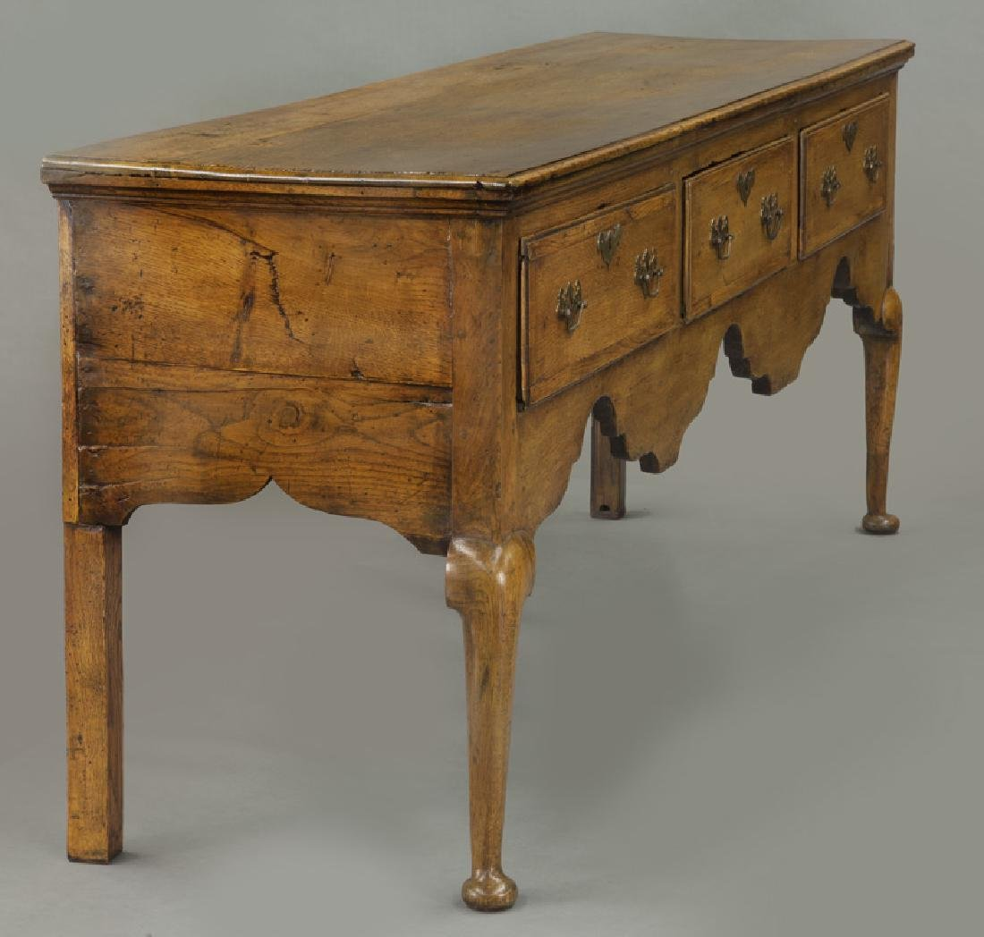 18th C. English Queen Anne style dresser base - 3