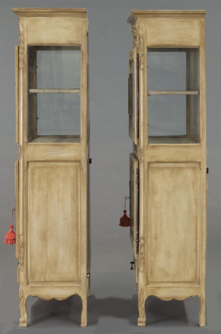 Pr. French carved and painted display cabinets - 3