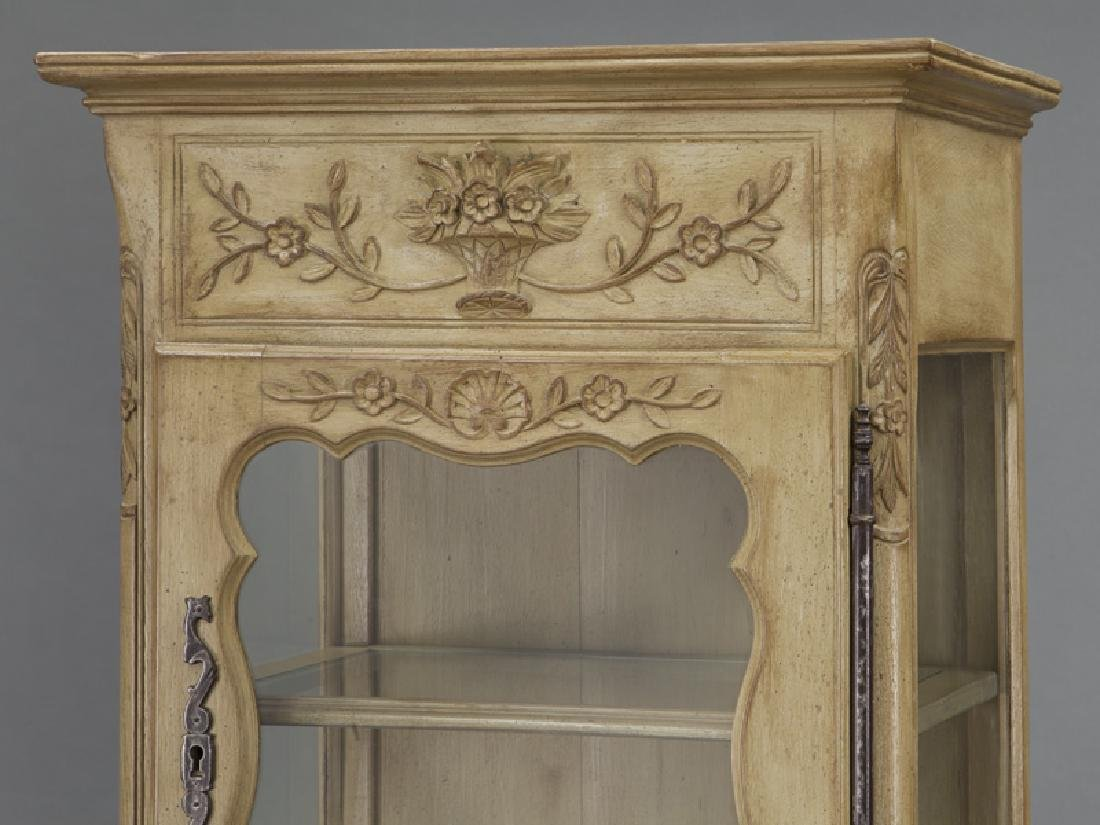 Pr. French carved and painted display cabinets - 7