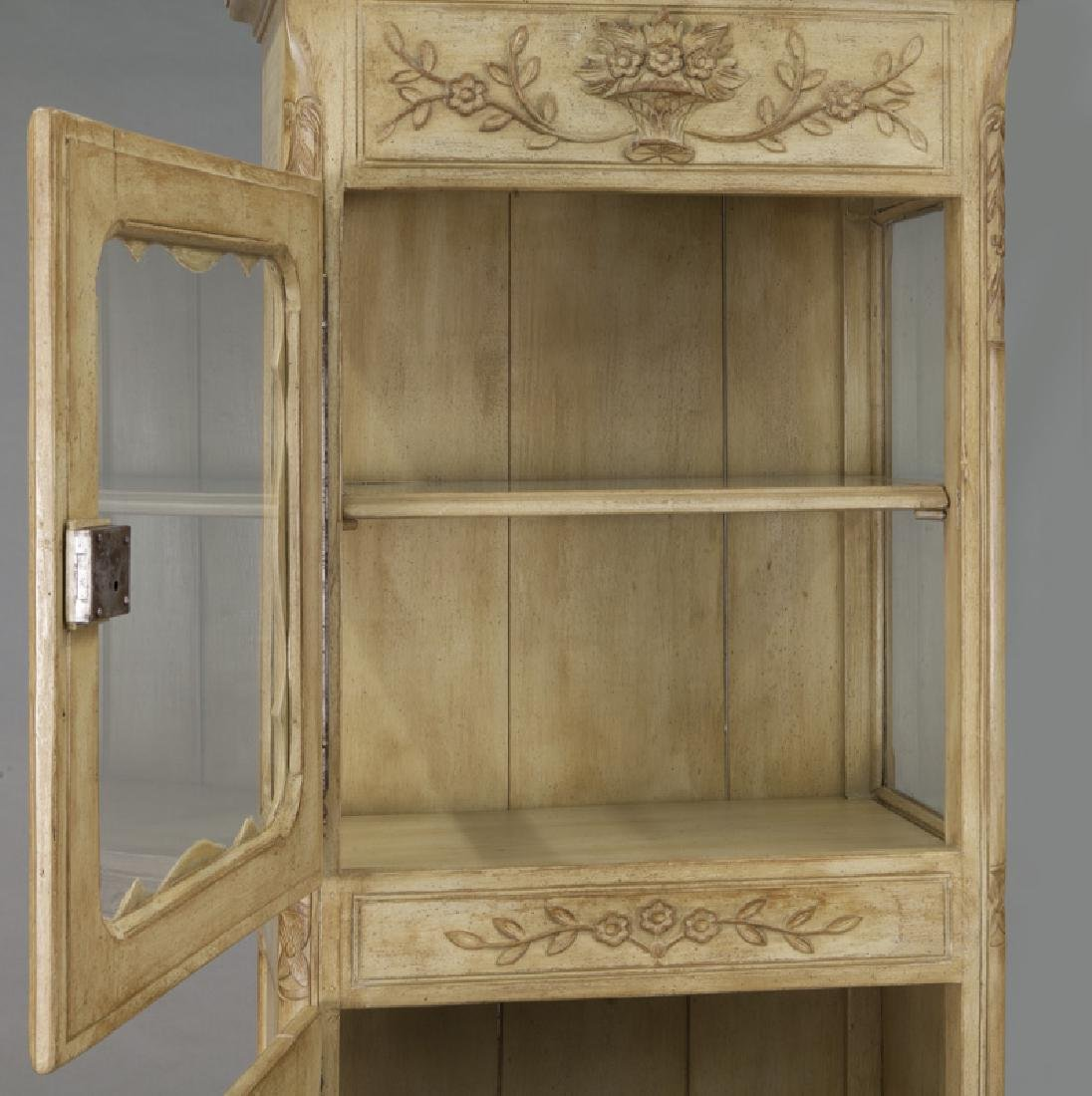 Pr. French carved and painted display cabinets - 8