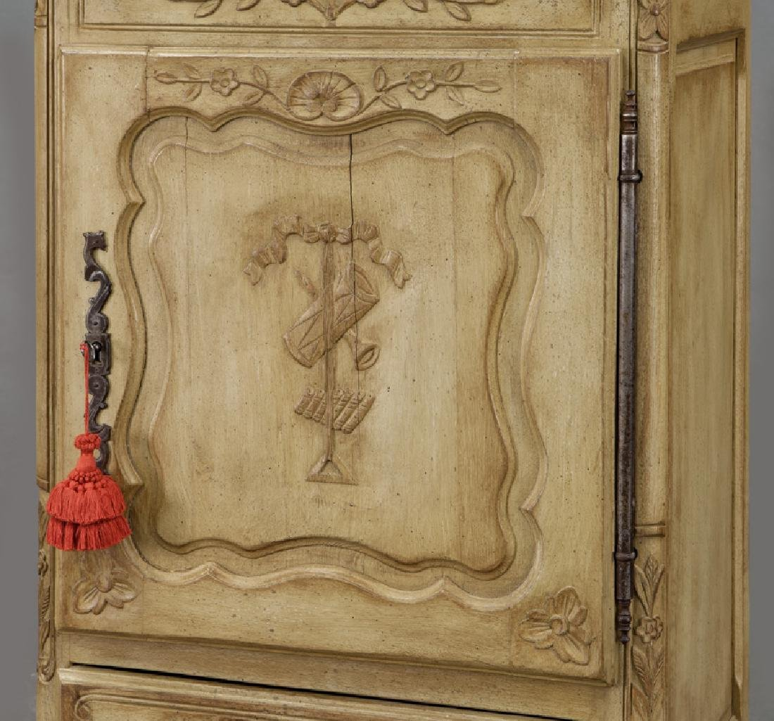 Pr. French carved and painted display cabinets - 9