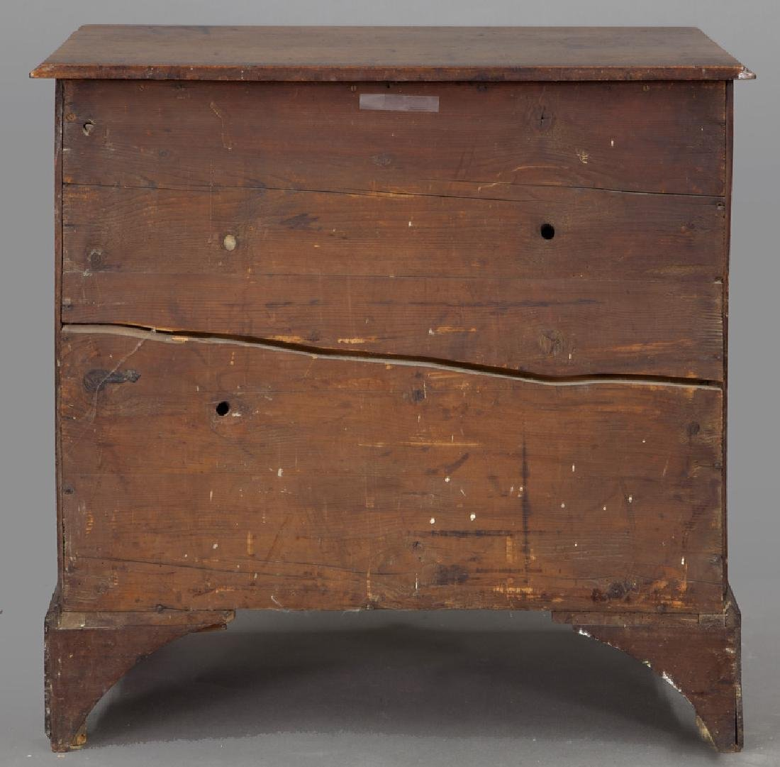Small Federal period mahogany chest of 4-drawers - 4