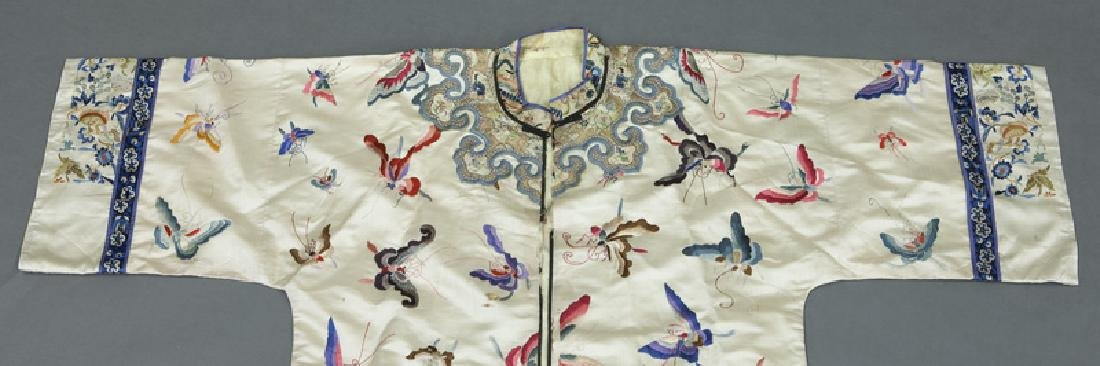 Chinese embroidery decorated silk robe - 2