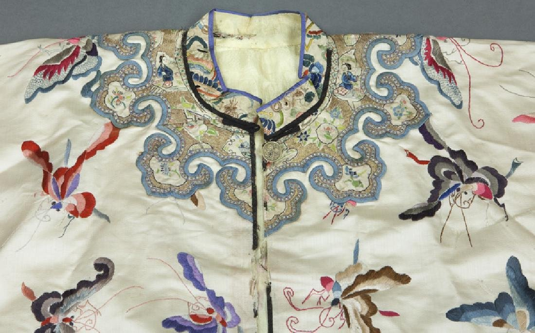 Chinese embroidery decorated silk robe - 3