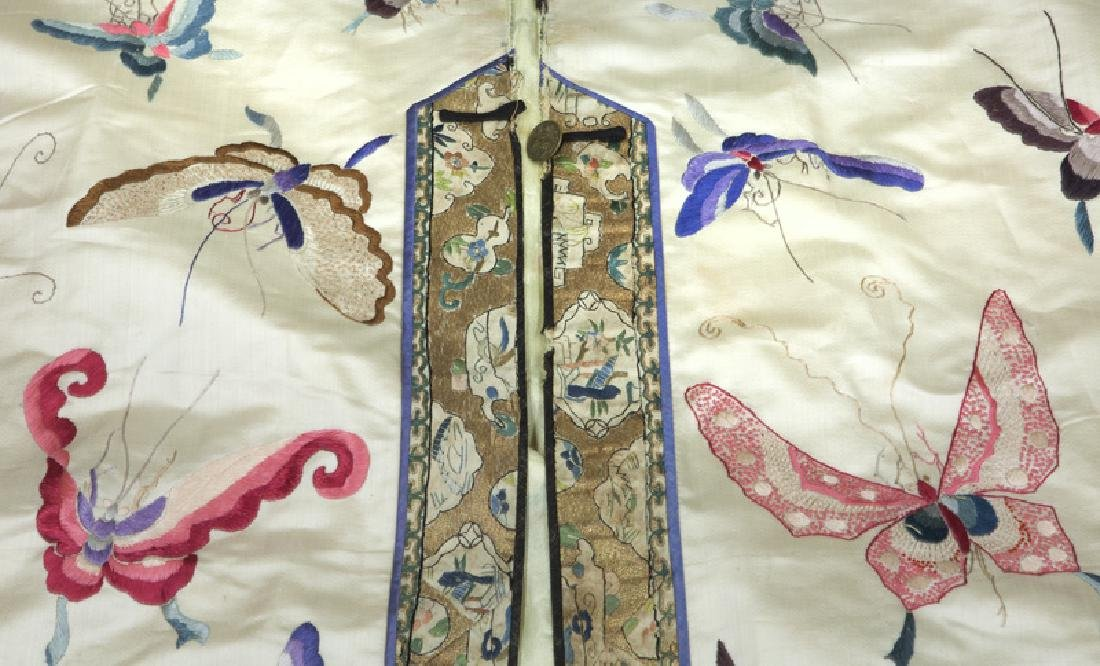 Chinese embroidery decorated silk robe - 5