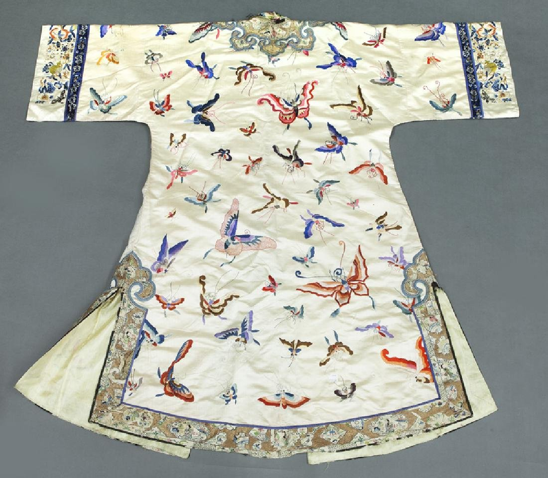 Chinese embroidery decorated silk robe - 6