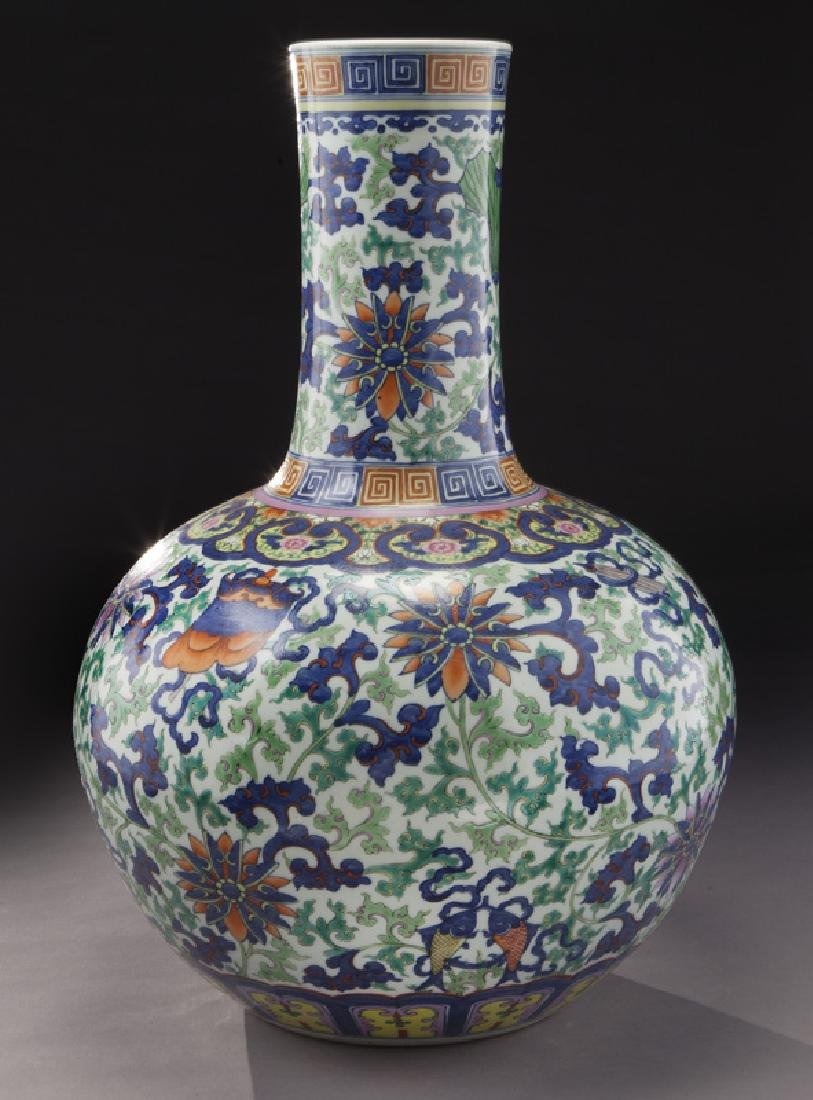 Chinese Qing cobalt blue and wucai porcelain vase,