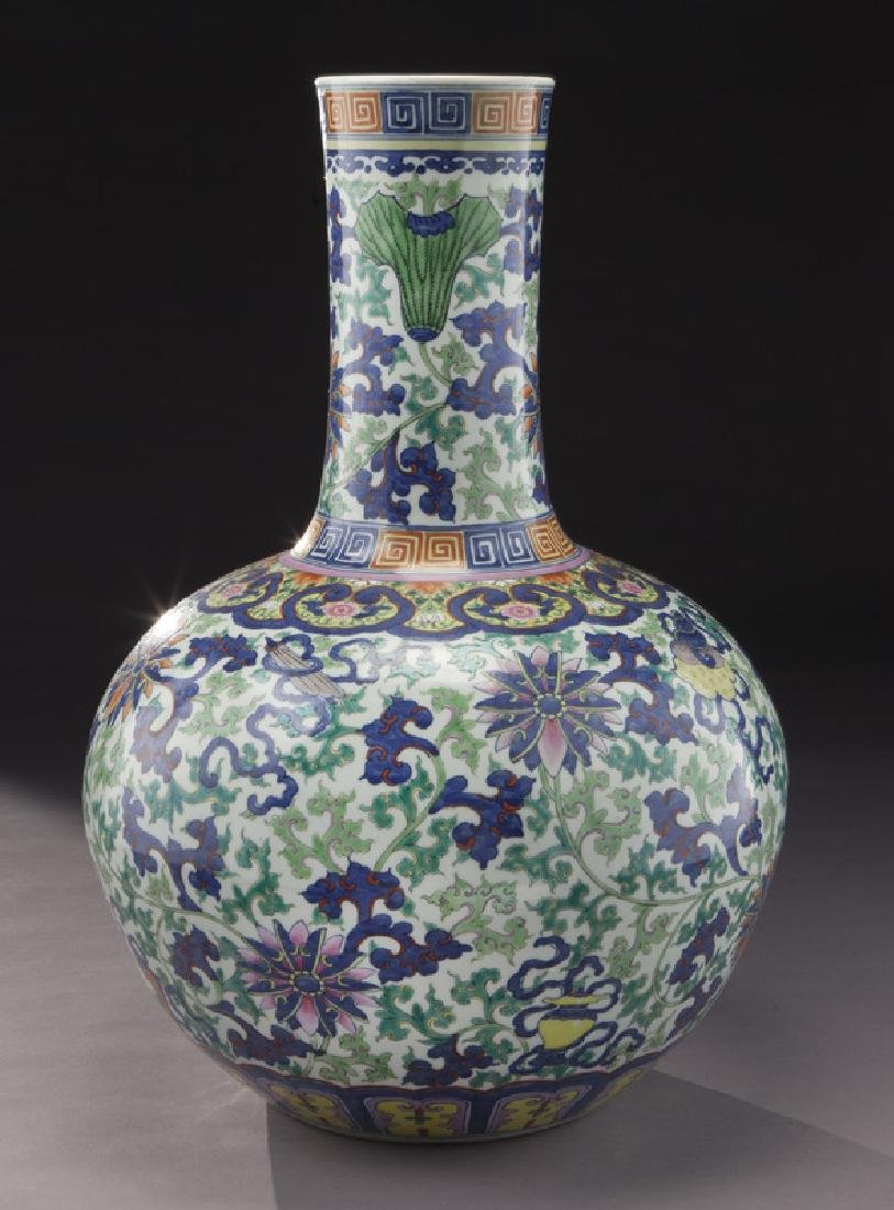 Chinese Qing cobalt blue and wucai porcelain vase, - 2