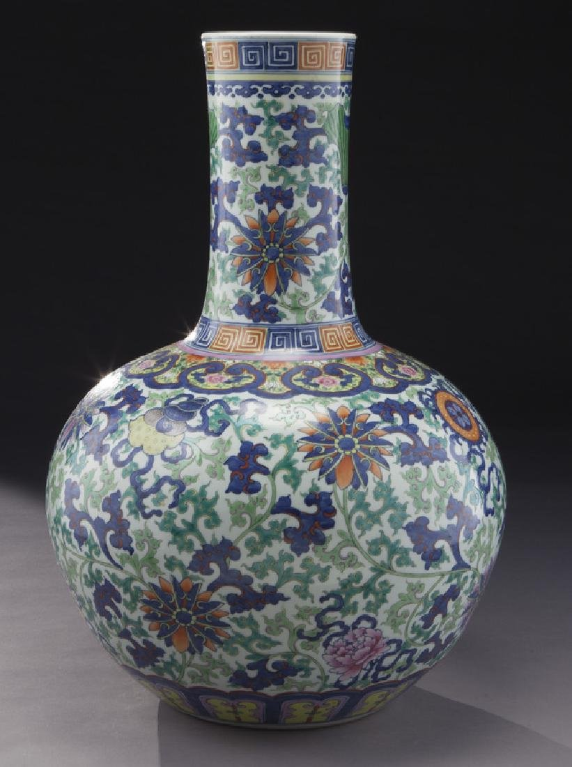 Chinese Qing cobalt blue and wucai porcelain vase, - 3