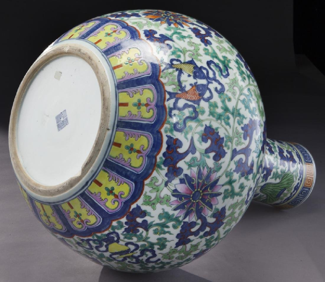 Chinese Qing cobalt blue and wucai porcelain vase, - 8