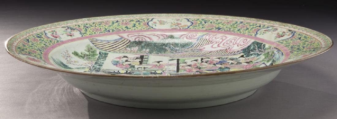 18th C. Chinese export famille rose charger. - 4