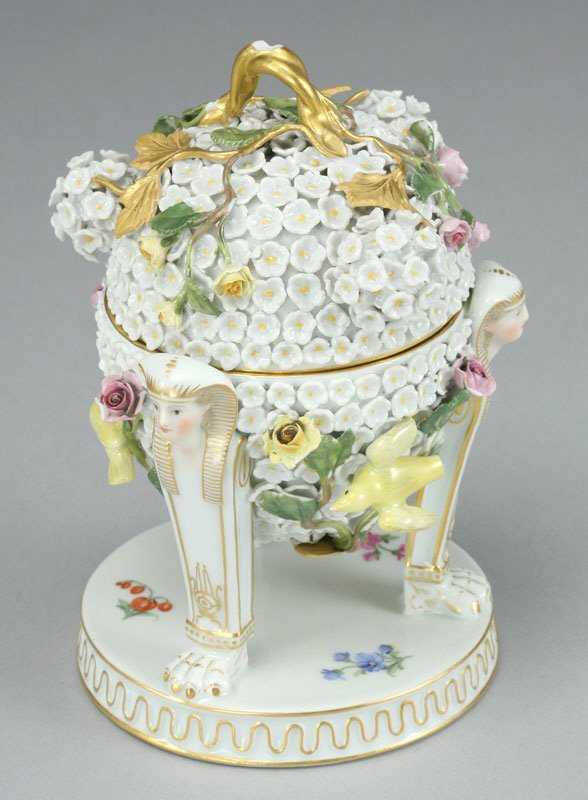 16: A Meissen porcelain Snowball covered ink well