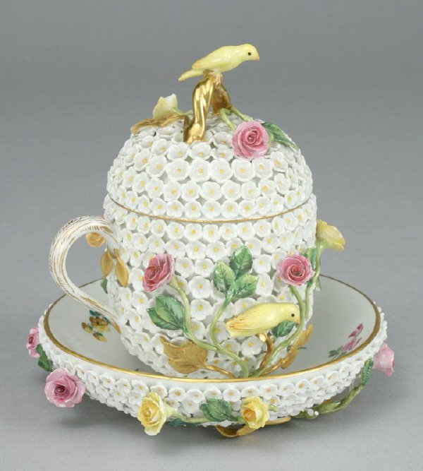 8: Meissen Snowball covered chocolate pot and