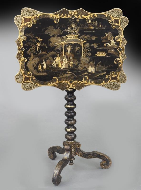 Chinoiserie decorated parcel gilt tilt top table