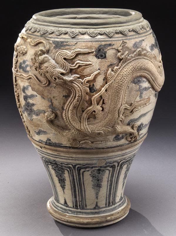 Chinese Yuan to Ming blue & white porcelain jar,