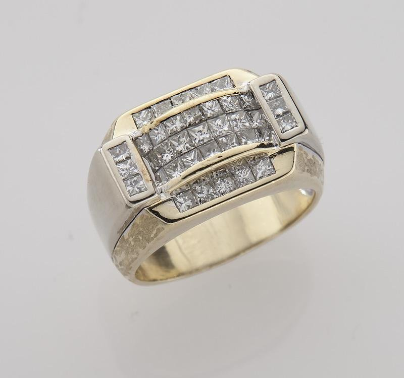Gent's 14K gold and diamond ring