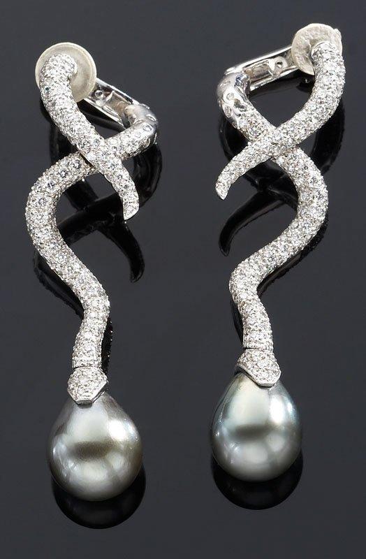 176: Chanel 18K gold diamond and Tahitian pearl earring