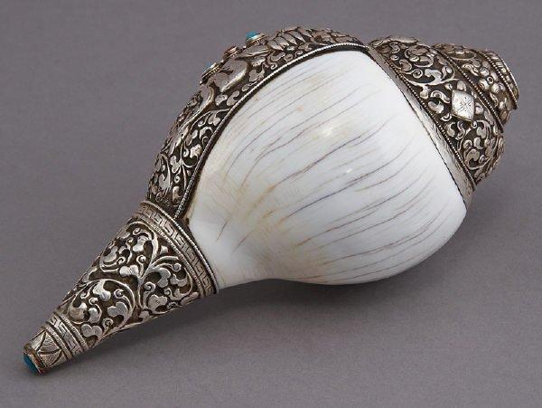 19: Tibetan right-handed white trumpet shell
