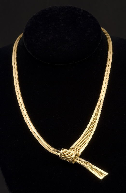 16: 18K yellow gold Cartier necklace.